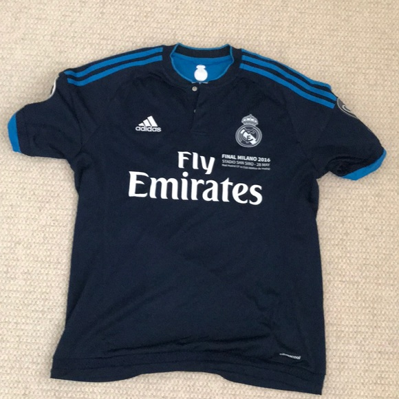 super popular 329bf f3a58 Authentic Real Madrid Jersey: Karim Benzema